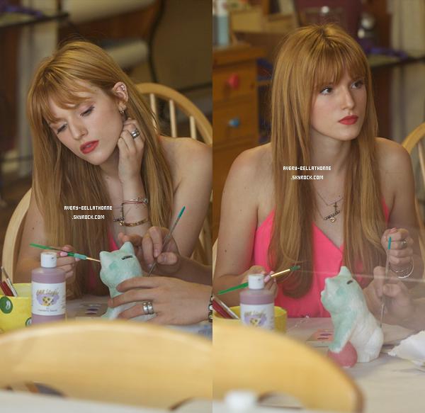 Bella au 'Color Me Mine' in Los Angeles , le 6 Avril ,2013