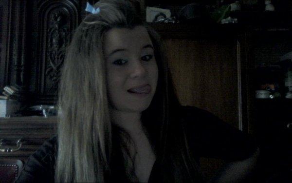ಌOn dit qu'il faut souffrire pour être belle. Avec tout ce que j'ai souffert j'aurais du être un TOP MODELE (A) ಌ