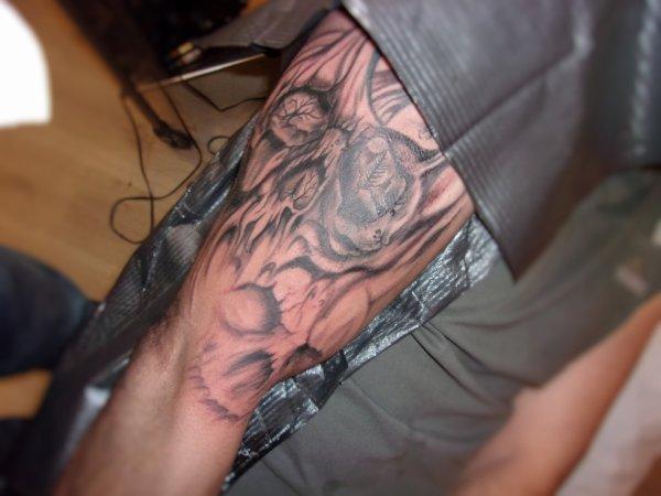 Recouvrement d un tattoo pas top , premiere seance a 100 euro encore deux pour finir , é ouiiiiiii lol .