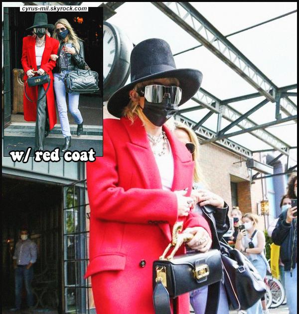 - 02.10.2020 ✪  Miley Ray Cyrus a été photographiée dans les belles rues de New York.  -