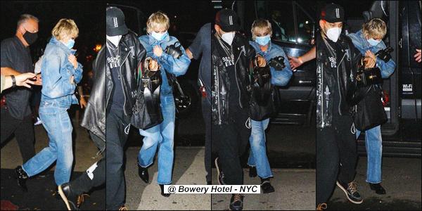 - 30.09.2020 ✪  Miley Ray Cyrus a été photographiée dans les belles rues de New York.  -