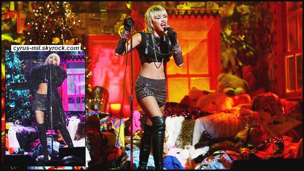 "- 01.12.2020 ✪  Miley R. Cyrus a performé lors des : Amazon's ""Holiday Plays"" concert.  -"