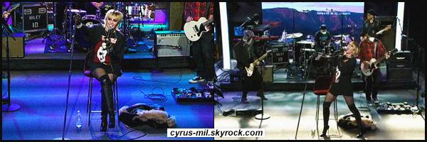 - 02.12.2020 ✪  La belle Miley Cyrus a performé sur le plateau du : Howard Stern Show.  -