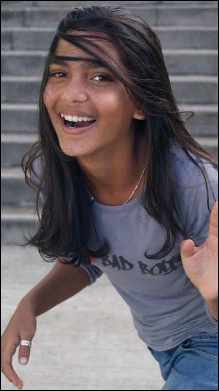 « Souris a la vie, et en retour elle te sourira aussi .. »