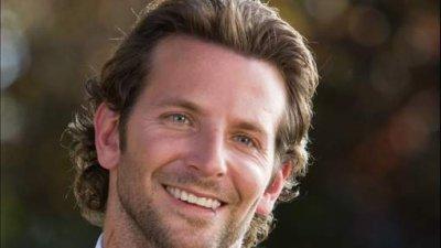Bradley Cooper dévoile ses cinq tétons!