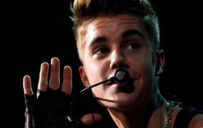 Justin Bieber surpris en train de fumer des joints