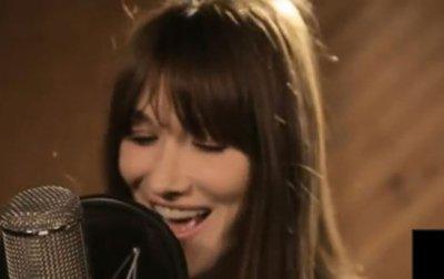 Carla Bruni dévoile son nouveau single