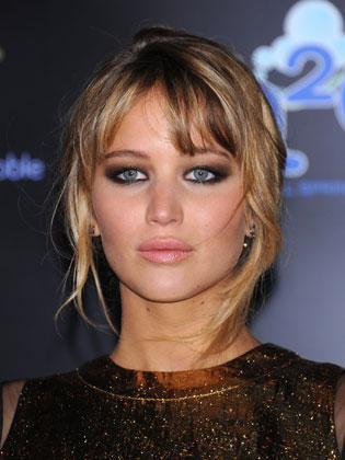 Jennifer Lawrence complexée par ses seins