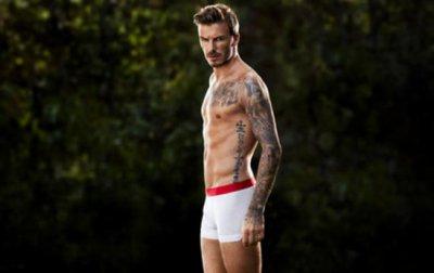 David Beckham à nouveau en boxer et torse nu pour H&M