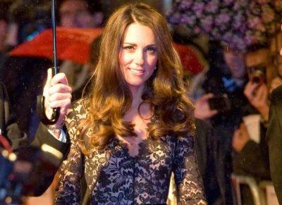 Des photos de Kate Middleton enceinte en bikini font polémique