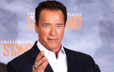 Arnold Schwarzenegger devient rédacteur en chef