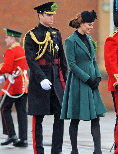 Kate Middleton coince son talon dans une plaque d'égout !