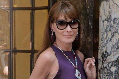 Carla Bruni redevient mannequin