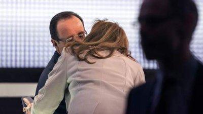 Le bisou d'encouragement de Valérie Trierweiler à François Hollande