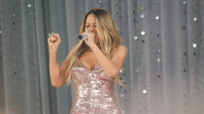 La robe de Mariah Carey craque en direct