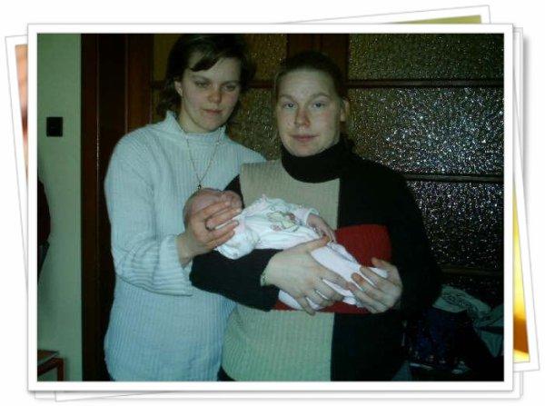 lara c'est sa marréne et moi sa maman