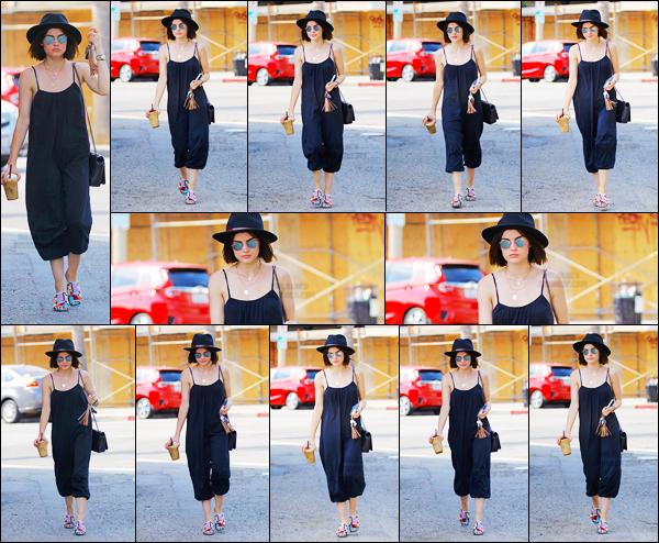 ''─ '20 JUILLET 2017:''  Notre belle actrice Lucy H. a été repérée dans les rues de Studio City avec son grabs iced coffee. J'adore le chapeau, pour la combinaison je l'aime bien surtout comment elle lui va mais les chaussures pas top, je donne un petit top !