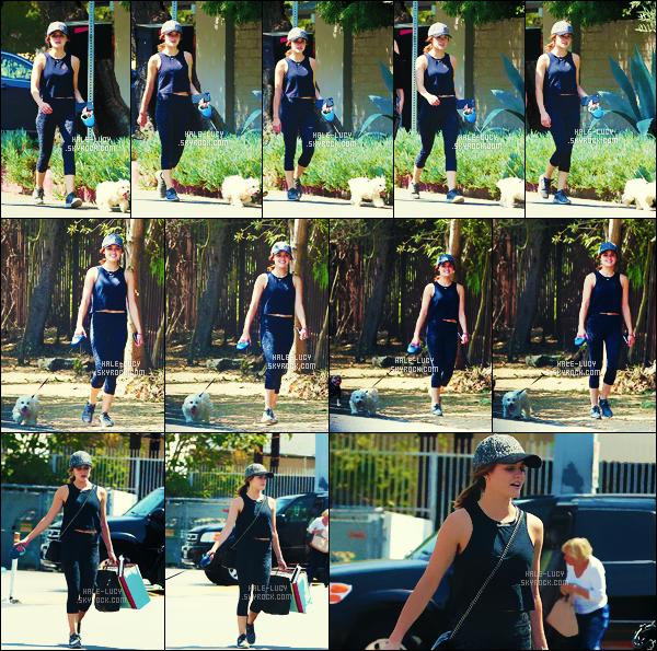 . 20/08/2016 - C'est lors d'une balade avec son chien que  Lucy Hale  a été vue dans Los Angeles ! .