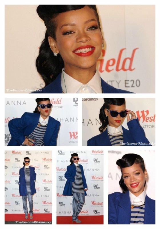 Rihanna à Londres sur les tapis rouge pour allumer les éclairages de Noël au centre commercial « Westfield Stratford City »
