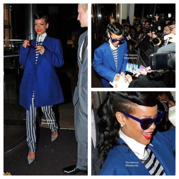 """Rihanna se rendant au centre commerical """" Westfield Stratford """" pour Noël"""