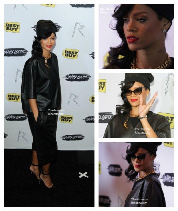 """Rihanna sur le tapis rouge du """" Rihanna's Unapologetic Release Party """" au magasin """" Best Buy """" de New York"""