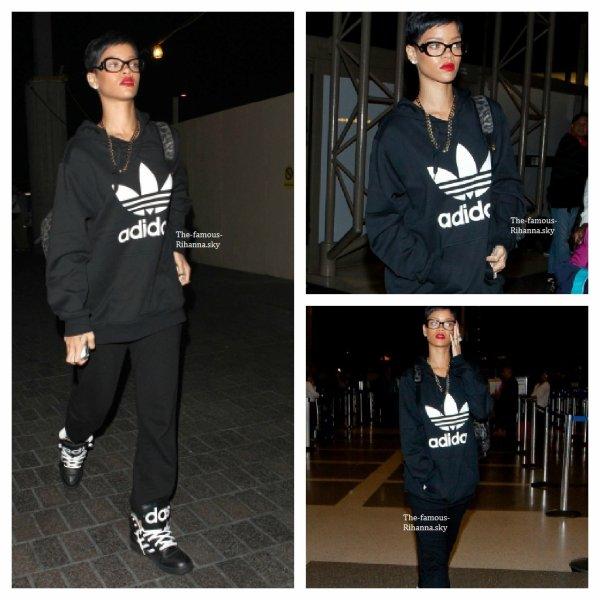 """Rihanna à l'aéroport """" Lax """" à Los Angeles"""