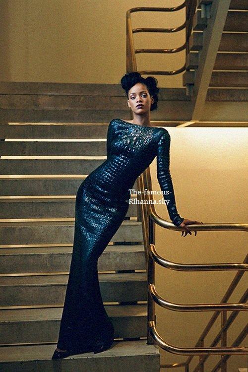 """Rihanna pose pour les 120 ans de """" Vogue """""""
