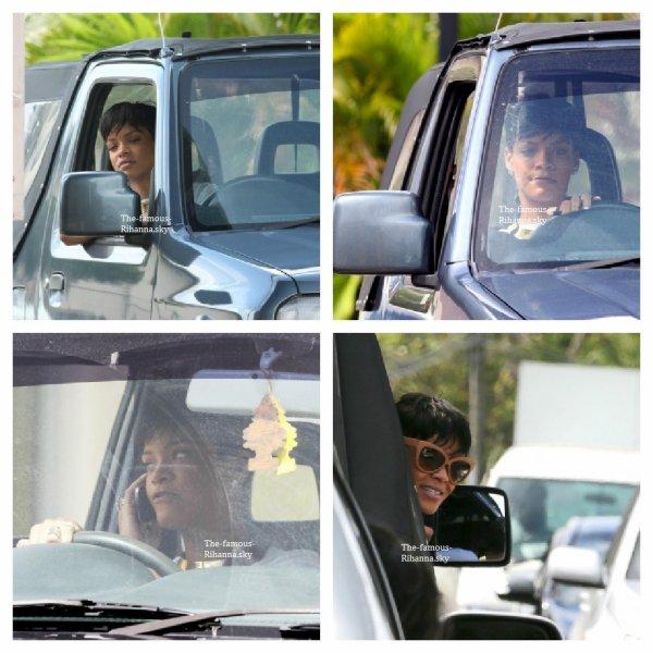 Rihanna dans sa voiture à la Barbade