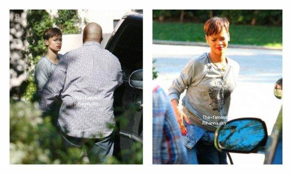 Rihanna se promène à Los Angeles