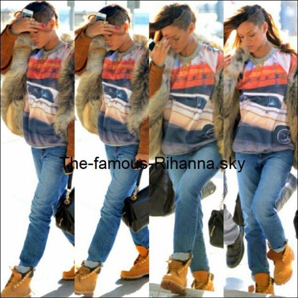Rihanna quittant son hôtel pour ce rendre à l'aéroport de New York