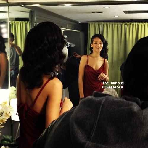 """Rihanna durant la publicité pour les """" Grammy Awards """""""