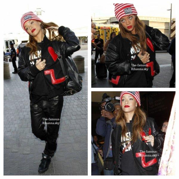 """Rihanna arrive à l'aéroport """" Lax """" de Los Angeles"""