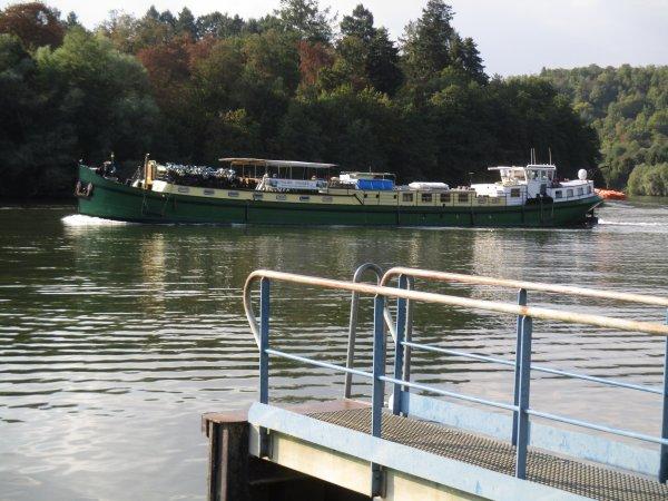 Liverdun : La Moselle un axe fluvial important .