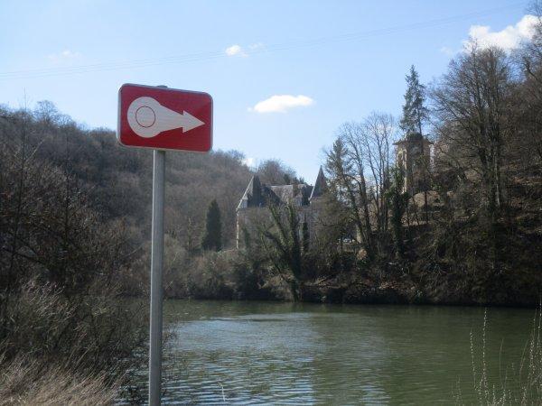 Liverdun : Pose de panneaux de signalisation .