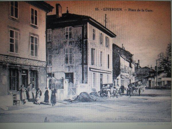 Liverdun :  La place de la gare .