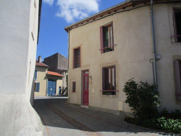 Liverdun : le village s' embellit .