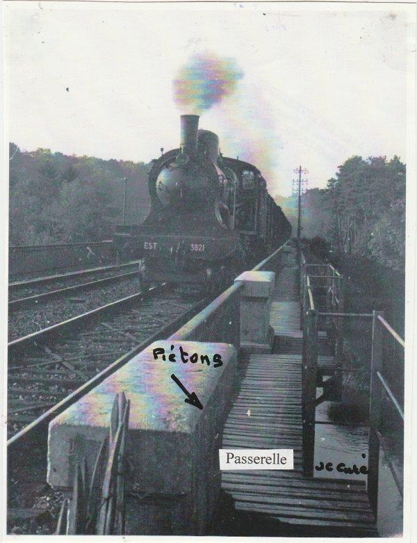 Liverdun : Travaux  sur voies SNCF dans la traversée du village .