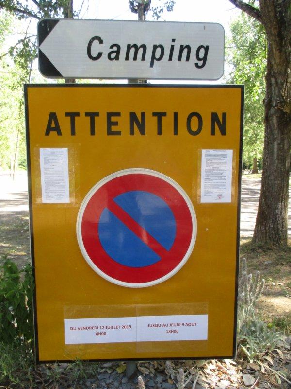 Liverdun  :  Circulation  ( voitures et piétons ) et stationnement  réglementés en bordure de Moselle