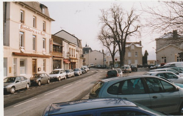 Liverdun : stationnement impossible . ( I )