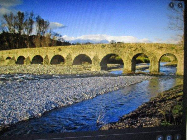Le pont romain sur la Moselle . ( I )