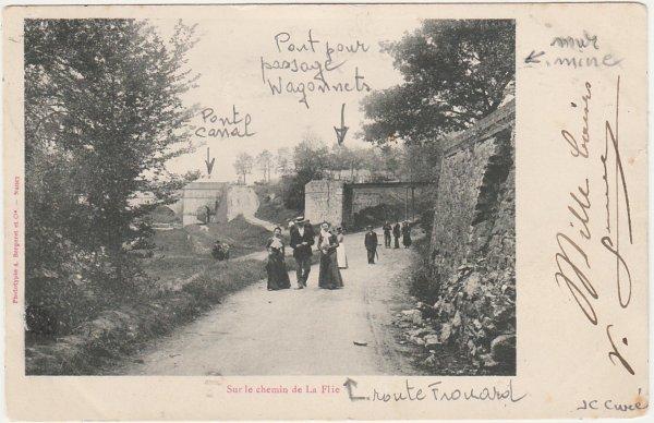 Carrefour   sortie pont routier.