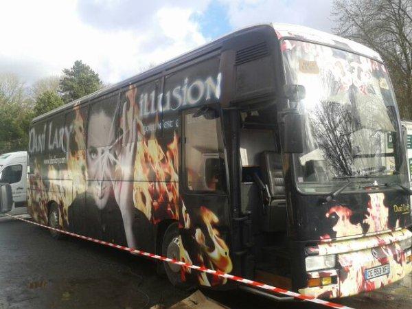 Le bus de la Team système plomb :-) lol. . Plus besoin d aller a l hotel :-). Tout confort !