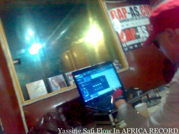 """safi flow au studio ( AFRICA RECORD ) pour l'enregistrement du nouveau titre """" Morocco by Night """" Bientot inchallah sur les chaines radio au maroc"""