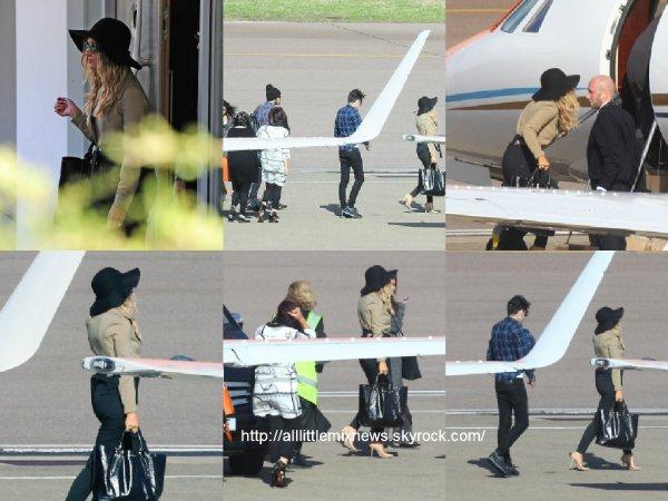 31 mars 2015 : Perrie alors qu'elle embarquait dans un avion privé avec Zayn et sa famille