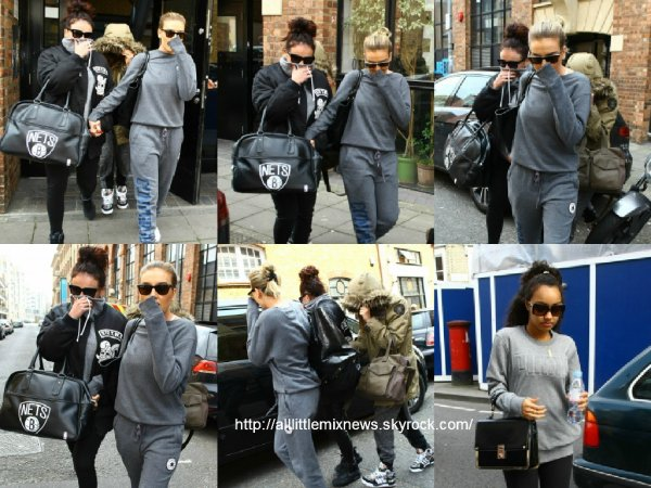 8 avril 2015 : Les filles ont été vues alors qu'elles quittaient un studio à Londres