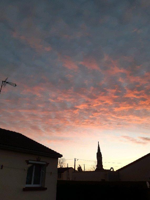 Le ciel à  l ' instant  magnifique  avec 1 degré
