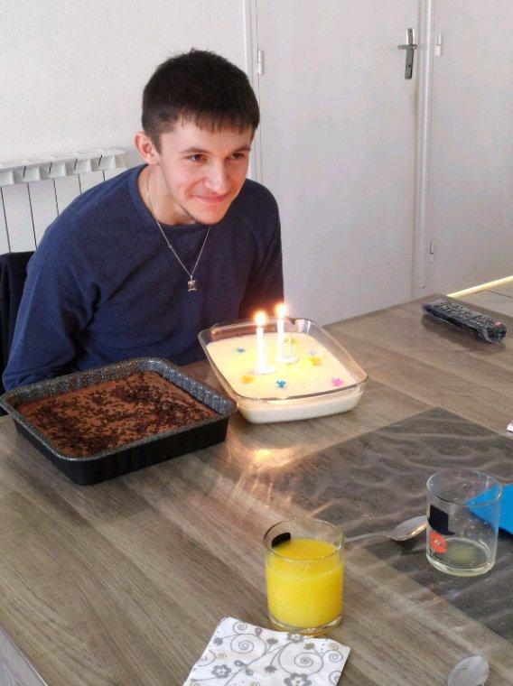 Bon anniversaire à mon petit fils 18 ans déjà je le revois toujours  Bb