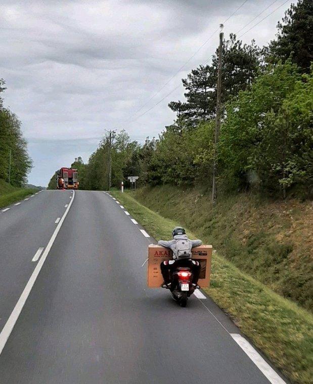 Bonne soirée  ,pour la moto pas une blague vu en vrai sur la route
