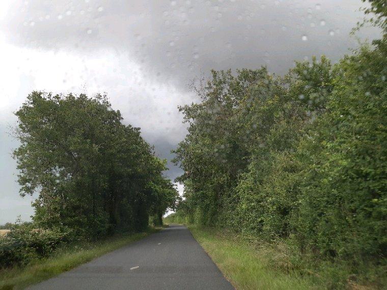 Le ciel chez moi aujourd'hui  ,beaucoup de pluie ,bonne soirée à demain