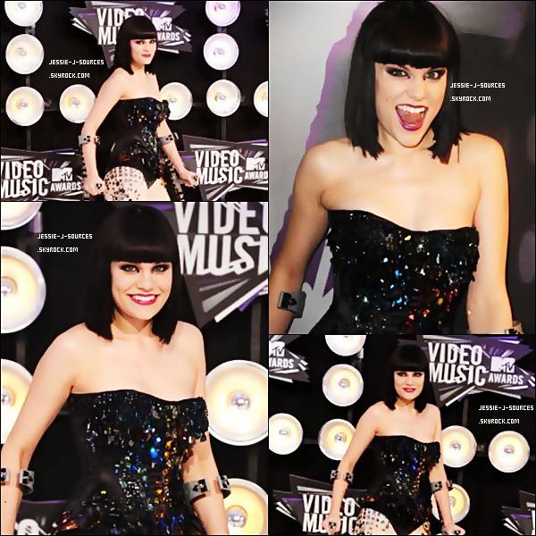 """28.08.11 - Comme je vous l'avait dit Jessie J participé au MTV VMA,  puisqu'elle a était désignée """"House Artist 2011"""", elle a donc assuré le show toute la soirée avec plus de 17 chansons !, je vous laisse donc découvrir les photos du tapis rouge, ainsi que de sa préstation. Côté tenue, j'adore c'est un gros TOP pour moi et vous ?"""